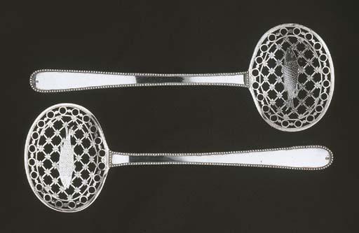 A pair of Dutch silver fish sl