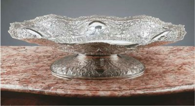 A large silver fruitdish