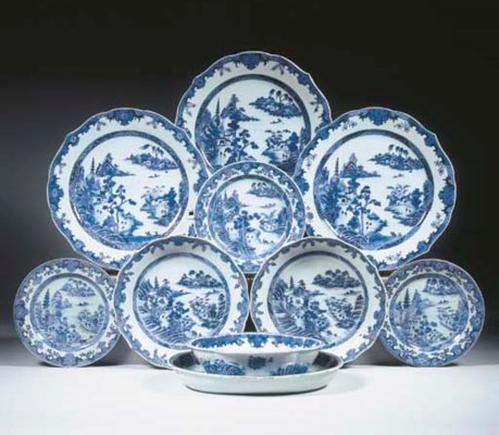 A blue and white part dinner s