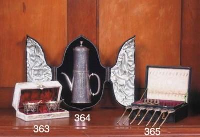 (2)An English silver coffee po