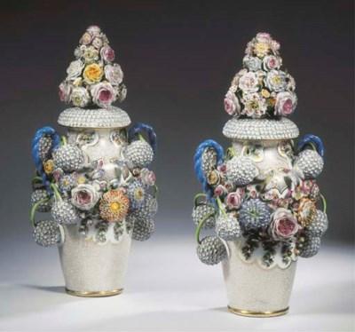 (4)  A pair of Saint Petersbur