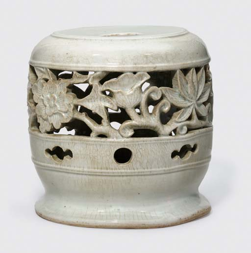A RARE KOREAN WHITE WARE FLOWE
