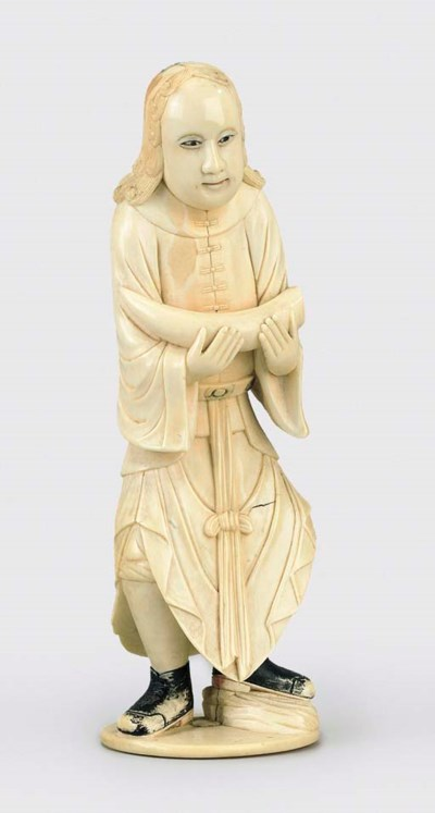 AN UNUSUAL IVORY CARVING OF A