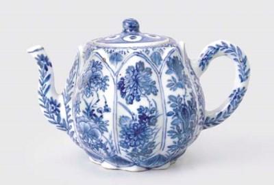 A BLUE AND WHITE 'LOTUS' TEAPO