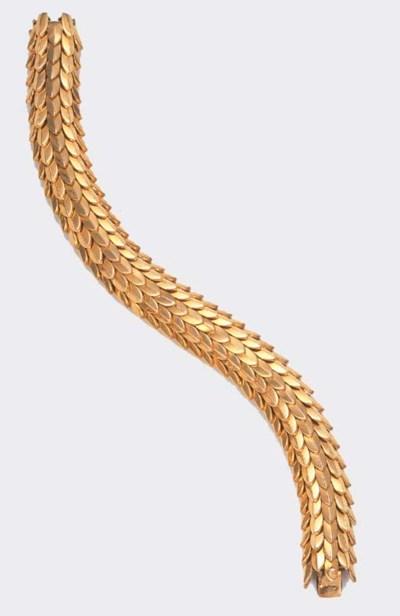 A GOLD BRACELET, BY BOUCHERON