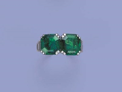 AN EMERALD TWO-STONE RING