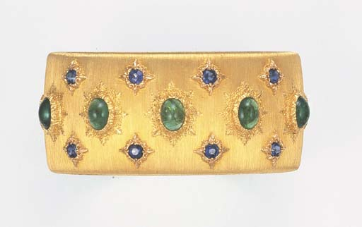 AN EMERALD AND SAPPHIRE BANGLE