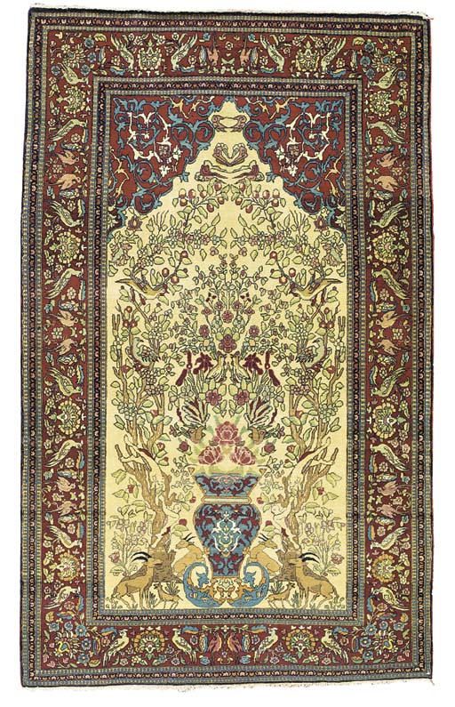 AN ISFAHAN PRAYER RUG