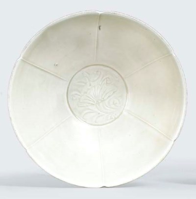 A DING WARE HEXAFOIL BOWL