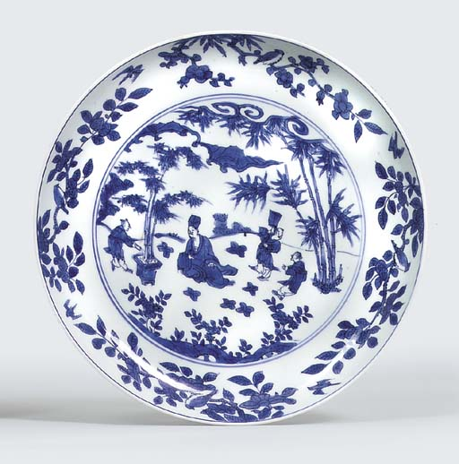 A LATE MING BLUE AND WHITE DISH