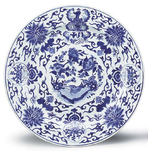 A LARGE BLUE AND WHITE ARMORIAL DISH FOR THE DUTCH MARKET