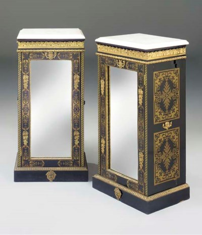 A PAIR OF ENGLSIH ORMOLU-MOUNT