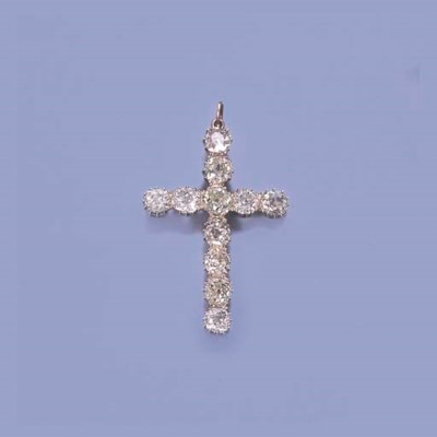 A DIAMOND PENDANT CROSS