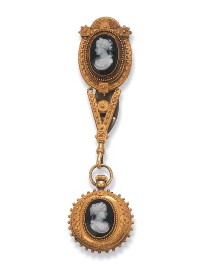 AN ANTIQUE GOLD AND CAMEO FOB
