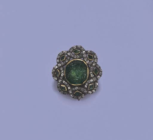 A LATE 18TH CENTURY EMERALD AN