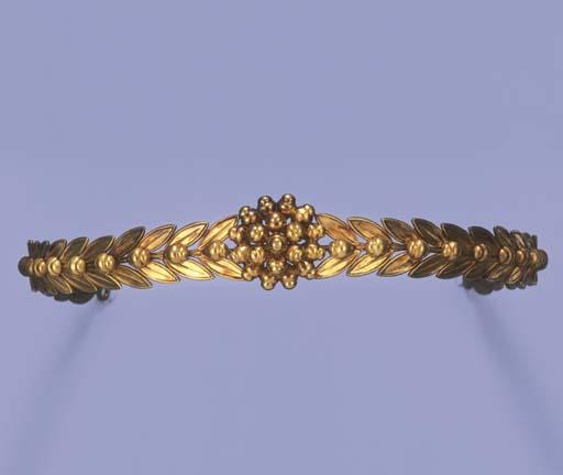 AN ANTIQUE GOLD HEADBAND, BY C