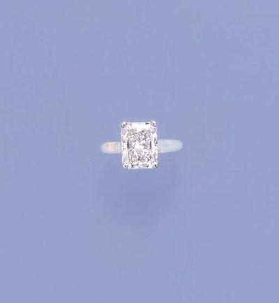 A FINE DIAMOND SINGLE-STONE RI