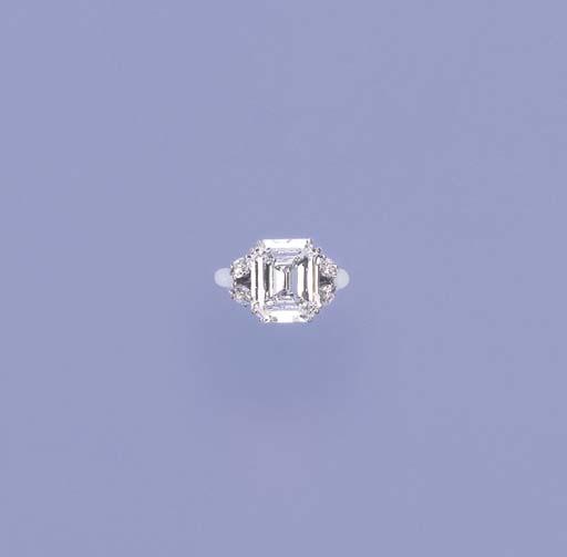 A VERY FINE DIAMOND SINGLE-STO