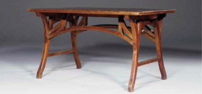 A CONTINENTAL OAK DINING TABLE