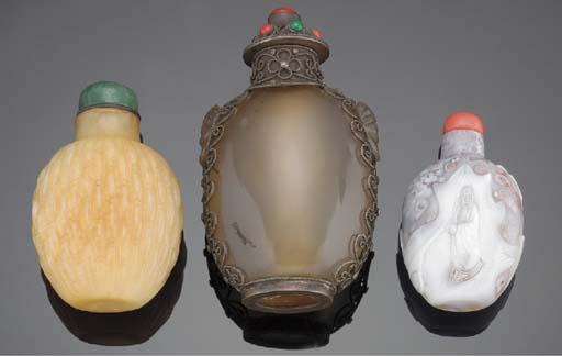 A BANDED AGATE SNUFF BOTTLE 19
