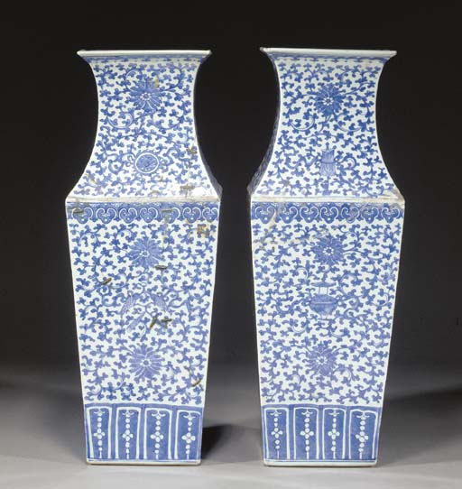 A PAIR OF BLUE AND WHITE TAPERING VASES 18TH CENTURY