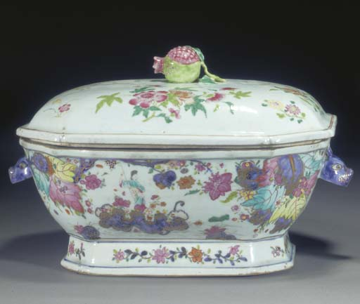 A FAMILLE ROSE EXPORT COFFEE POT AND DOMED COVER 18TH CENTURY