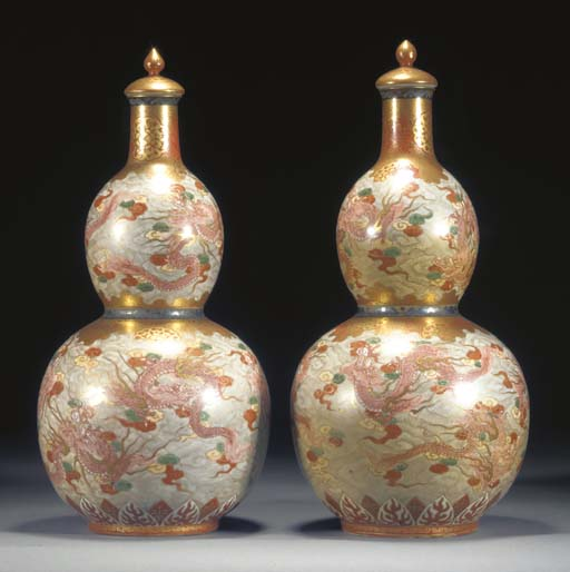 A PAIR OF KUTANI DOUBLE GOURD