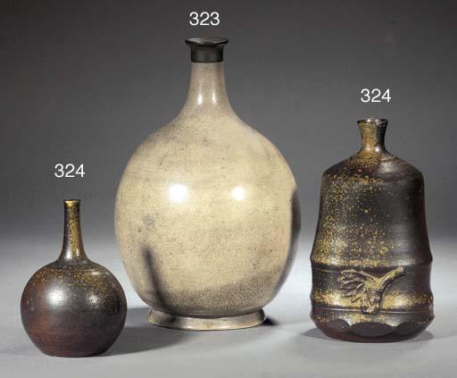 A JAPANESE BOTTLE VASE 19TH CE