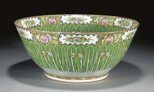 A CANTONESE PUNCH BOWL 20TH CENTURY