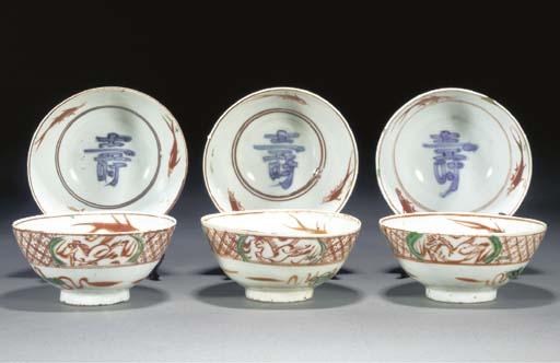 SIX SIMILAR CHINESE SWATOW BOWLS 17TH CENTURY