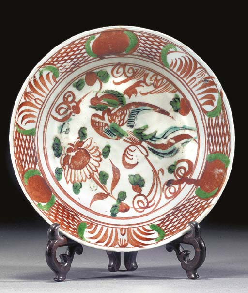 A SWATOW DISH 17TH CENTURY