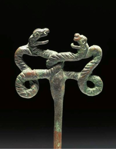 A LURISTAN BRONZE PIN WITH ENT