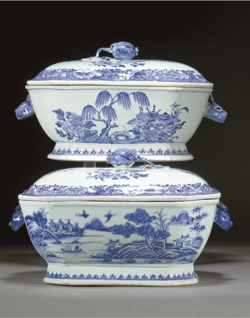 Two Chinese blue and white obl