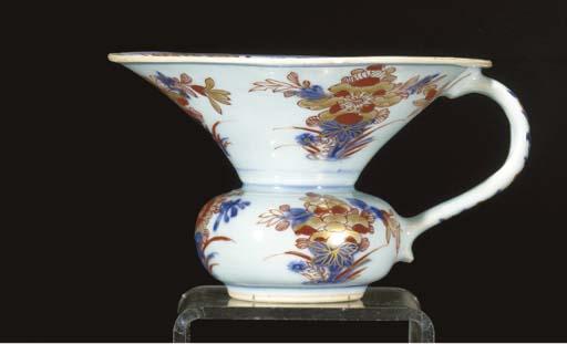 A Chinese Imari spitoon Kangxi