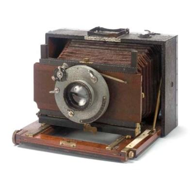 Folding hand camera