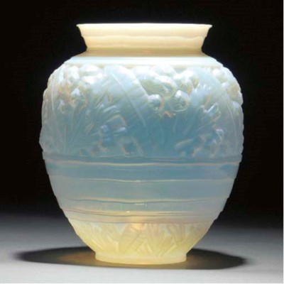 A large Sabino opalescent glas