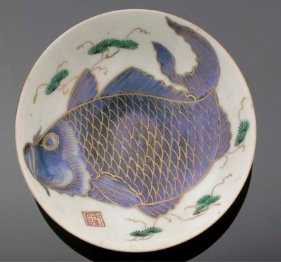 A footed dish 19th century