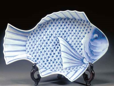 A blue and white dish modelled