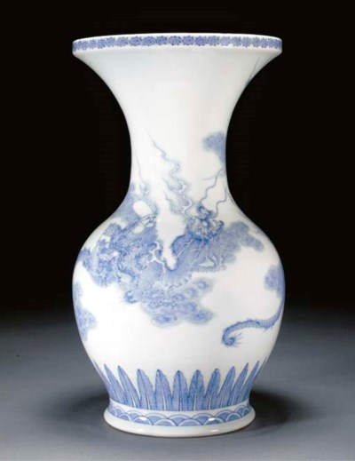 A HIrado blue and white vase 1