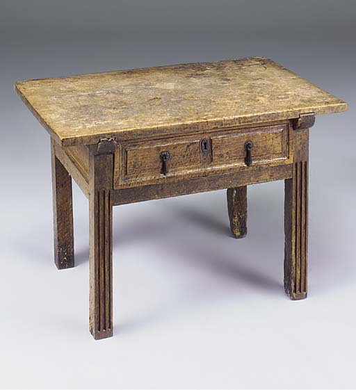 A SPANISH WALNUT SIDE TABLE