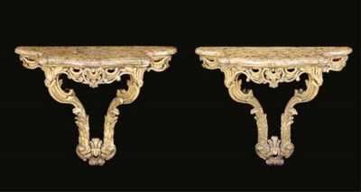 A PAIR OF CONTINENTAL CARVED G