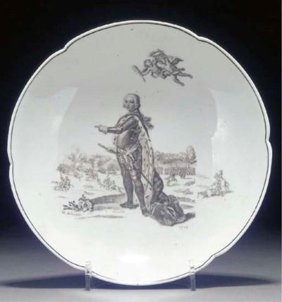 A Worcester scalloped saucer-d