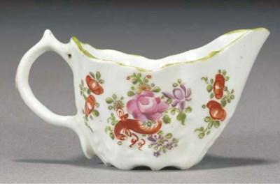 A Lowestoft reeded cream jug