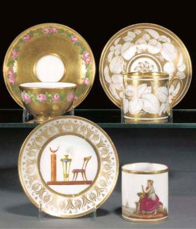 A Paris gold-ground teabowl an