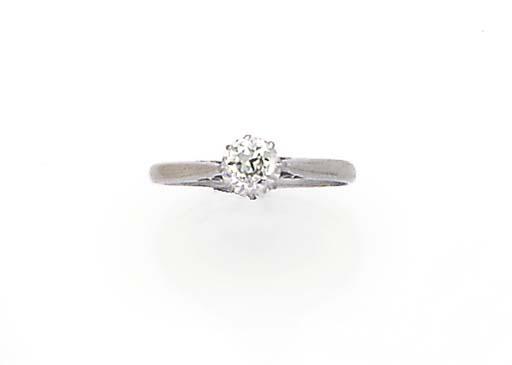 A platinum and diamond solitai