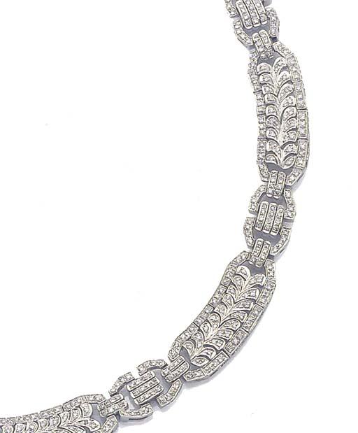A DIAMOND COLLAR NECKLACE