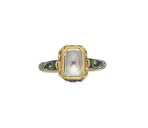 AN INDIAN FOILED TABLET CUT DIAMOND SINGLE STONE RING