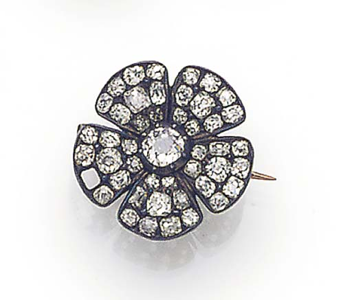 AN ANTIQUE DIAMOND FLOWERHEAD