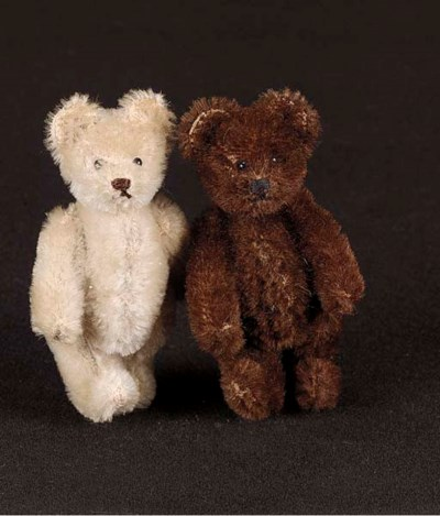 A Steiff miniature teddy bear