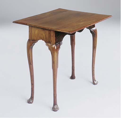 An Irish George III mahogany P